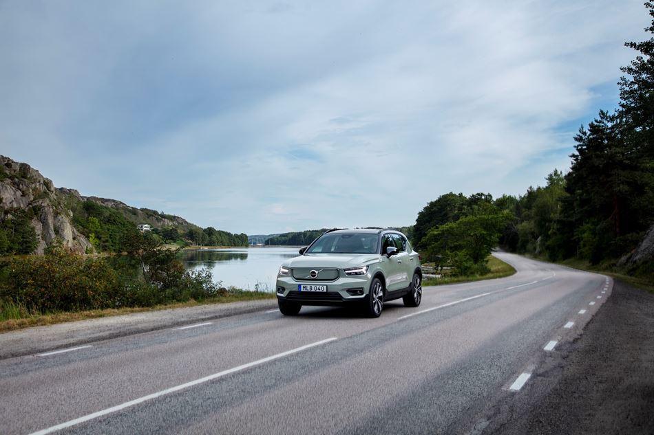 Експерти компанії Volvo Cars рекомендують удосконалювати технології для зменшення відволікання водіїв від дороги